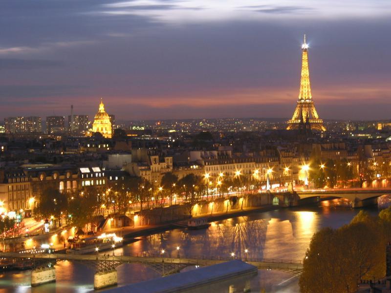 http://www.andrianov.org/Countries/France/ParisNightSkyline.jpg